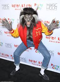 10 Amazing Heidi Klum Halloween Costumes Copy Heidi Klum Pays Homage Classic Thriller Music Video Daily