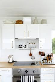 decorer cuisine toute blanche 25 idées déco pour égayer une cuisine blanche femme actuelle