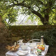 chambre et petit dejeuner petit déjeuner sur terrasse chambre d hôtel lyon le gourguillon