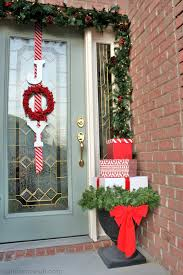 Christmas Decorations For Outside Door by 60 Diy Christmas Wreaths How To Make A Holiday Wreath Craft