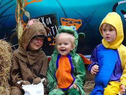 femme au foyer 3 little pumpkins celebrate halloween