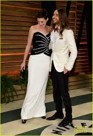 Anne Hathaway Vanity Fair Jared Leto Photobombs Anne Hathaway At Vanity Fair Oscars Party