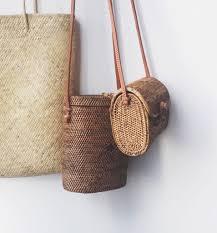 panier rond en osier shopping où trouver des sacs en rotin ou en paille trendy mood