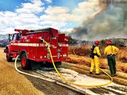 California Wildfire Cat by California Wildfire Updates Fast Moving Fire In Santa Cruz