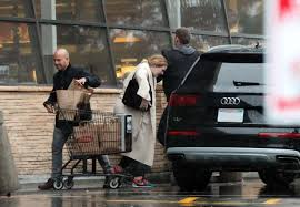 ralphs open on thanksgiving adele at ralph u0027s grocery store in calabasas