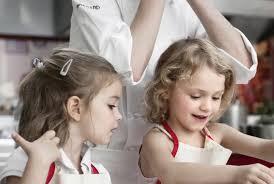 ateliers cuisine enfants anniversaire enfant lors d un atelier cuisine une idée originale