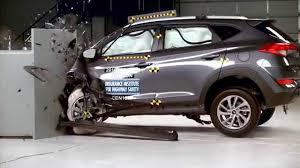hyundai tucson airbags iihs 2016 hyundai tucson small overlap crash test