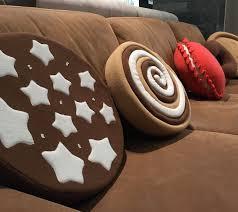 cuscino pan di stelle arredare con i cuscini biscotto unadonna