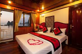 White Quilt Bedroom Ideas Decorations Awesome Red Roses Bedroom Decor For Honeymoon