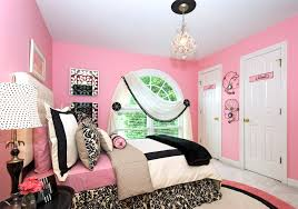 Girls Pink And Black Bedding by Pink Wall Themes With Pink Bed Having White Black Bedding Bed