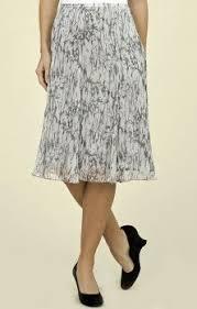 dress to flatter a petite hourglass figure