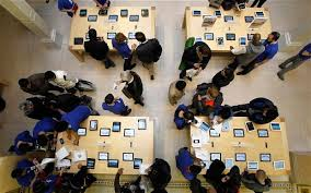 Apple Store Paris Apple U0027s Paris Store Hit By New Year U0027s Eve Raid Telegraph