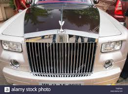 roll royce india front of silver and black 2007 rolls royce elegant car with emblem