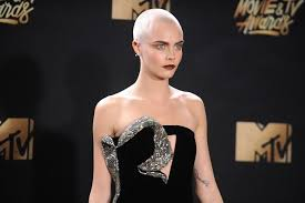 cara delevingne debuted a head tattoo at the 2017 mtv movie and tv