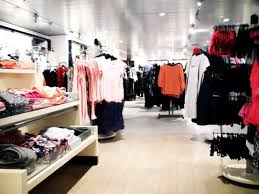 clothing stores bed bugs in stores avoid bed bugs in clothes while shopping