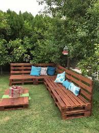canapé exterieur en palette comment faire un salon de jardin sur roulettes avec des palettes en