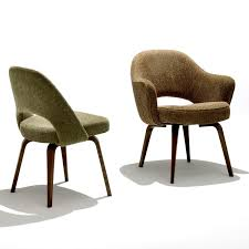 saarinen executive side chair with wood legs inside knoll saarinen