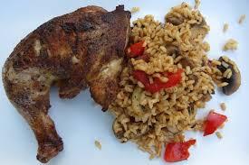 cuisine jamaicaine poulet au piment de la jamaïque avec riz aux légumes au paprika fumé