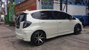 mobil honda mobil honda jazz rs modifikasi memakai velg cv7 r17 velg surabaya