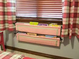 rangement livre chambre rangement des jouets au design ludique pour une chambre d enfant