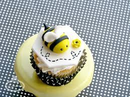 bumble bee cake toppers how to make a fondant bumble bee a free tutorial on craftsy