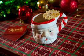 christmas themed pop up bar brings liquid holiday cheer to detroit