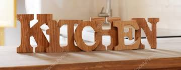 lettre cuisine en bois cuisine de mot fait à partir des lettres en bois sur la table en