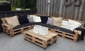 canapé en palette de bois salon de jardin palette bricolage maison et décoration