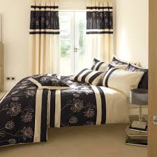 curtain styles for small bedroom windows with floral bed cover