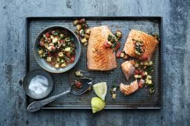 comment cuisiner un saumon entier saumon entier sauce aux tomates et à l ananas recette fooby ch