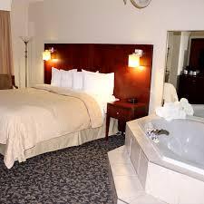 chambre avec bain l hôtel quality inn de mont laurier chambres spacieuses et modernes