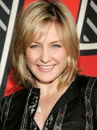amy carlson new short haircut on blue bloods amy carlson love her hairstyles hair styles products