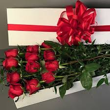 a dozen roses dozen roses in a gift box flowers fancies baltimore md