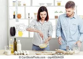 couples amour cuisine amour cuisine pâte cuisine heureux photos de stock