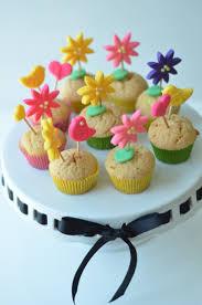 flower fondant cakes flower field cupcakes u2013 fondant toppers busybeecraftymama