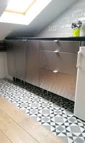 revetement sol cuisine pvc renovation carrelage sol cuisine travail en bton pour cuisine ou