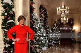 bush hosts media preview of white house decorations