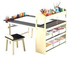 petit bureau pour enfant petit bureau enfant un petit bureau enfant ou pupitre sixties et