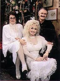 dolly parton wedding dress from left to right parton with husband stella parton