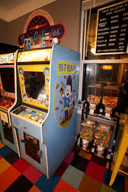 guy turns nyc apartment into arcade loses fiancée photos abc news