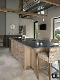 cuisine ardoise et bois une cuisine chic bois et avec un îlot central