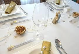 goldene hochzeitstorte tortenfigur rosenstrauß zur goldenen hochzeit