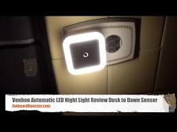 automatic led night light venhoo automatic led night light review dusk to dawn sensor youtube