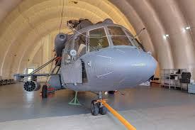 capannoni gonfiabili elicottero in un capannone gonfiabile fotografia stock editoriale
