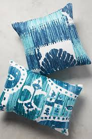 Pillow For Sofa by The Best Throw Pillows For Your Sofa Photos Architectural Digest
