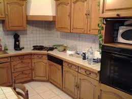 repeindre cuisine chene repeindre cuisine bois stylish peinture beige clair sa en noir