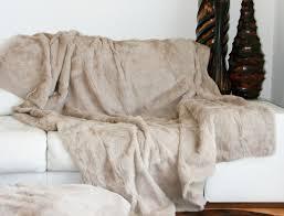 plaid beige canapé dessus de lit beige en fourrure de lapin peaudevache com