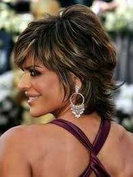 what is the texture of rinnas hair lisa rinna s still wearing her famous short shaggy hairstyle that