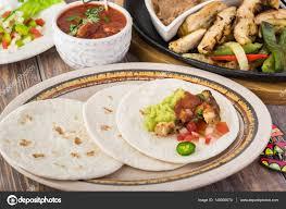 cuisine mexicaine fajitas cuisine mexicaine fajitas au poulet photographie russiandoll