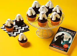 bake some ghost halloween cupcakes